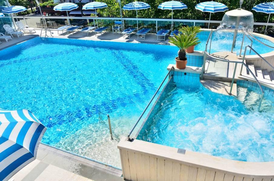 La piscina hotel alba adriatica hotel king albergo con for Hotel piscina